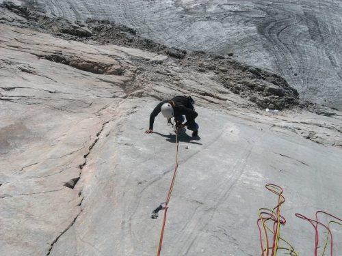 Kurz lezení, základy jištění a bezpečnost pohybu na skále v Rakousku na Adamek chatě v 4000 Alpách s horským vůdcem UIAGM Víťou Novákem. Outdoor vybavení od Pieps, ABS, Skitrab, Edelrid.