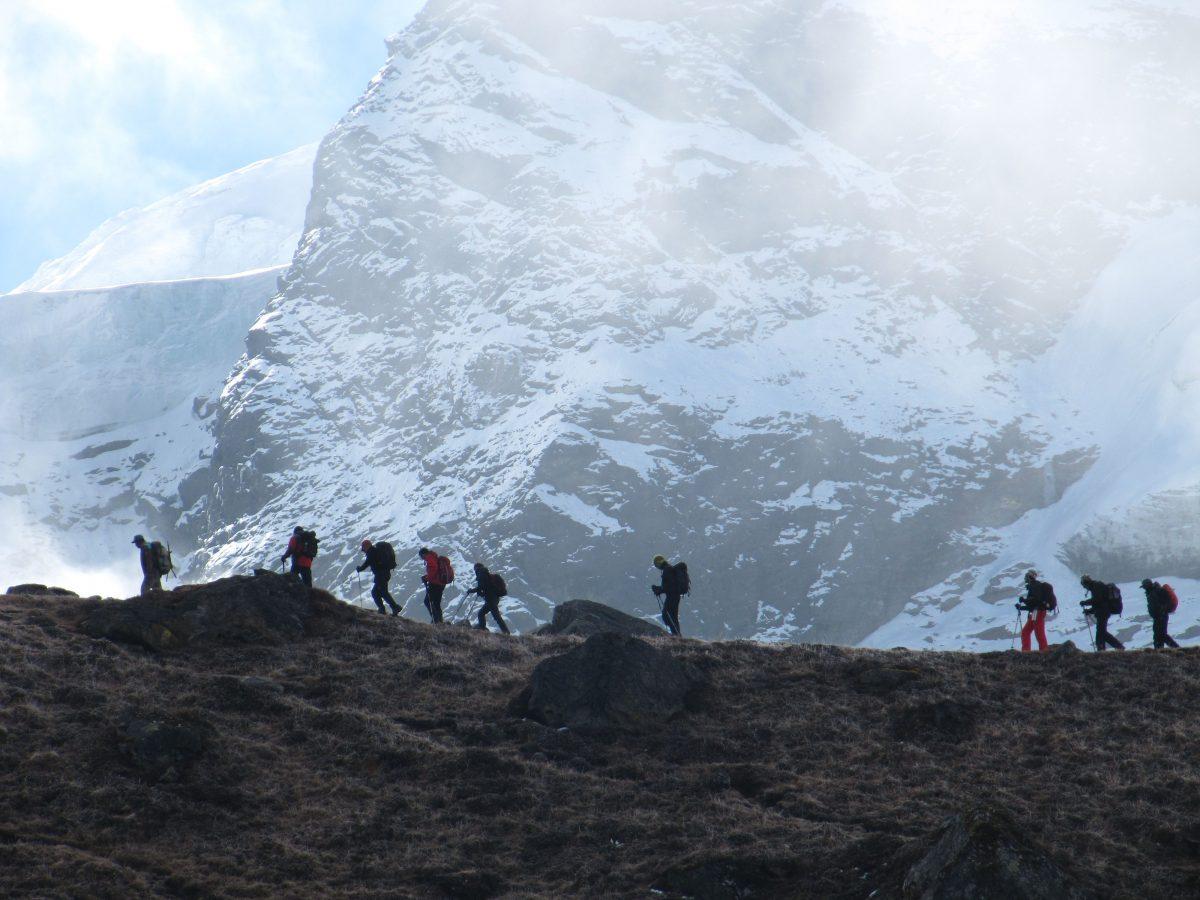 Horské treky a horské expedice v Himalájích v Nepálu a Tibetu s horským vůdcem UIAGM Josefem Šimůnkem a Gabrielem Mazurem. Outdoor vybavení od Pieps, ABS, Skitrab, Edelrid.